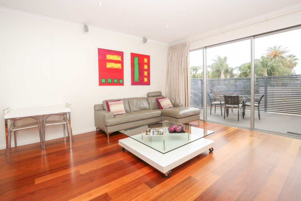 Featuring Your Own Private Al Fresco Balcony, Plush King Size Bed And  Superbly Appointed Kitchen With Dishwasher. Studio Apartment